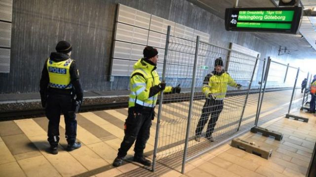 Police put up a fence at Hyllie, the first station on the Swedish side (3 Jan)