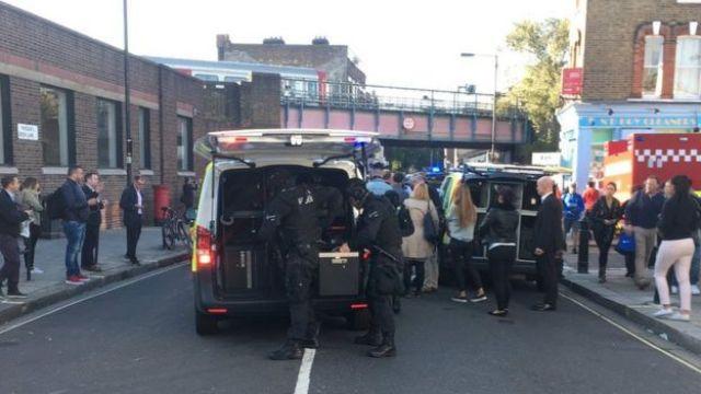 La policía frente a la estación Parsons Green