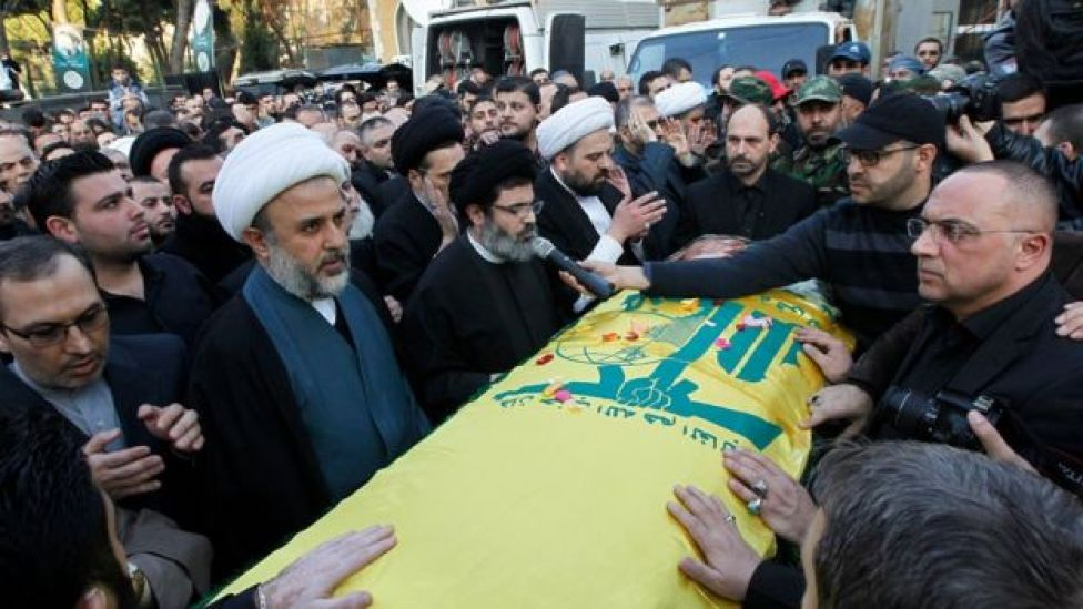 Hashem Safieddine addresses mourners at the funeral of Samir Qantar in Beirut (21 December 2015)