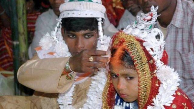 Una pareja de niños en India (Foto: STRDEL/AFP/Getty Images)