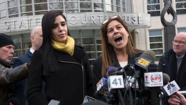 Emma Coronel afuera de la Corte de Distrito del Sur de Nueva York