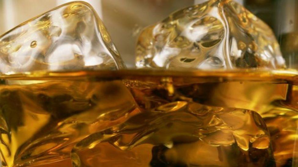 Whisky con hielo