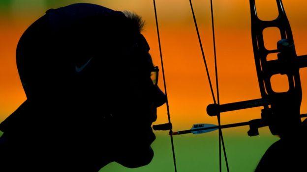 Jeff Fabry entrena para sus participaciones en las prueba individual y por equipos.