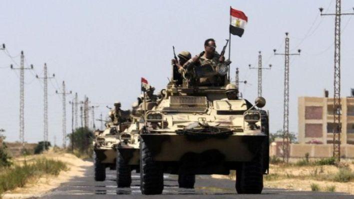 قوات من الجيش المصري تقوم بدورية أمنية