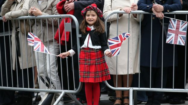 Crowds in Edinburgh waiting for the Queen