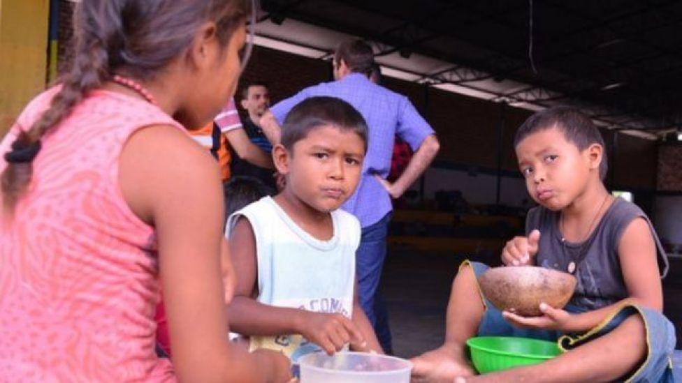 Crianças venezuelanas