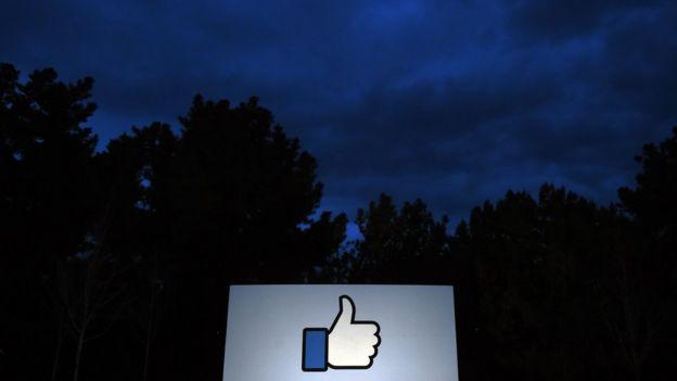Anúncio na sede do Facebook