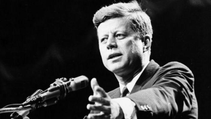 John Kennedy en un discurso