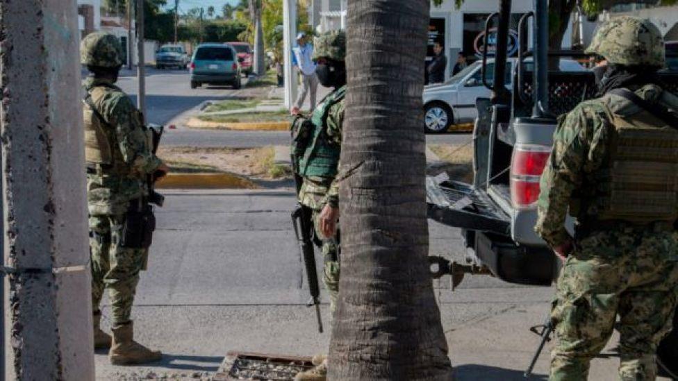 Militares en calles de México.