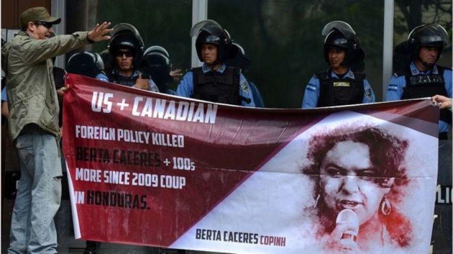Protesta por el asesinato de Berta Cáceres