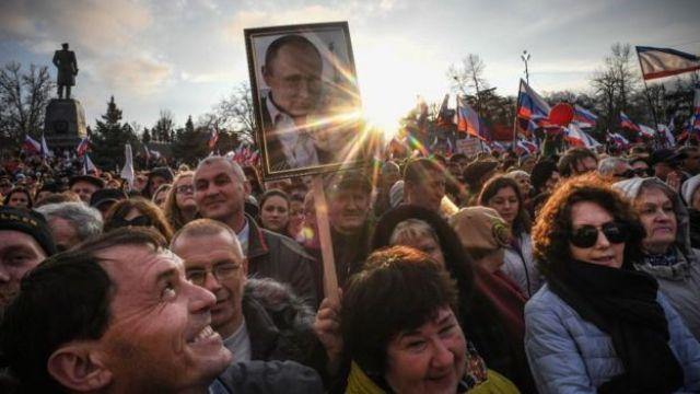 Apoiadores do presidente da Rússia Vladimir Putin