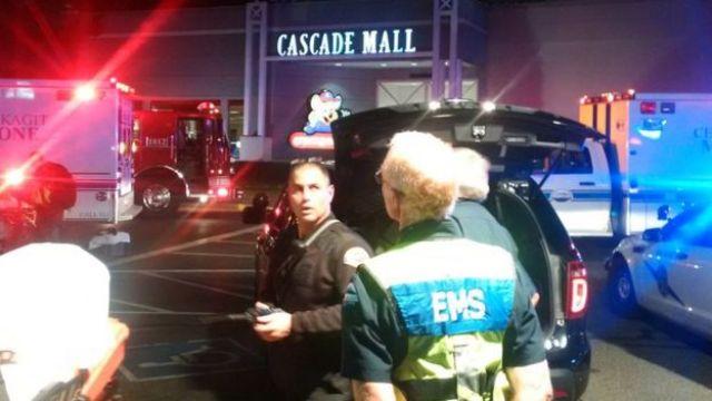 La policía en el centro comercial Cascade
