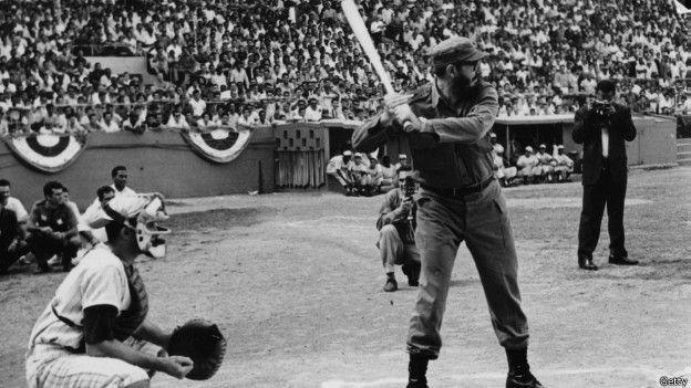 Fidel Castro joga beisebol