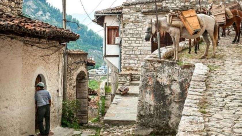 Arnavutluk'ta bir köy