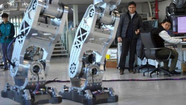 أحد مصانع أجهزة الروبوت