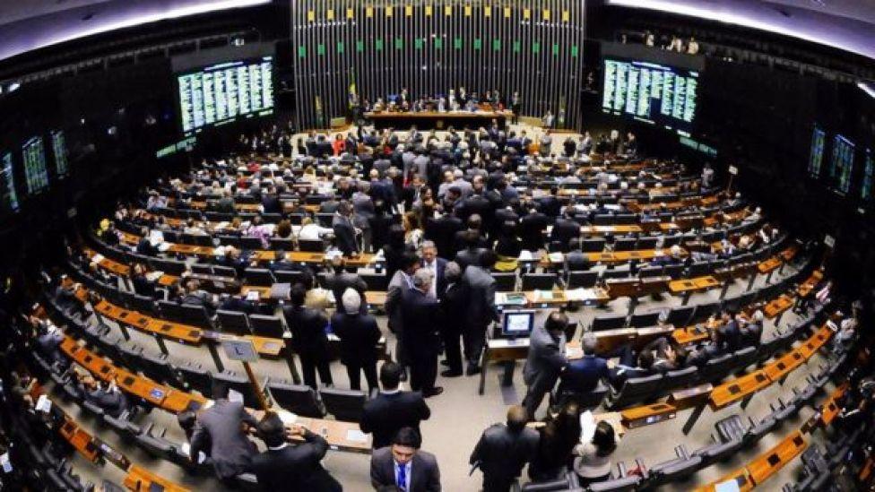 Plenário da Câmara dos Deputados durante sessão conjunta do Congresso Nacional em dezembro de 2014