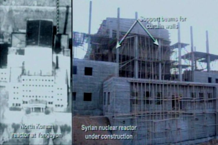 En 2008 el gobierno de Estados Unidos publicó imágenes del supuesto reactor nuclear sirio en construcción, comparándolo con uno de Corea del Norte.