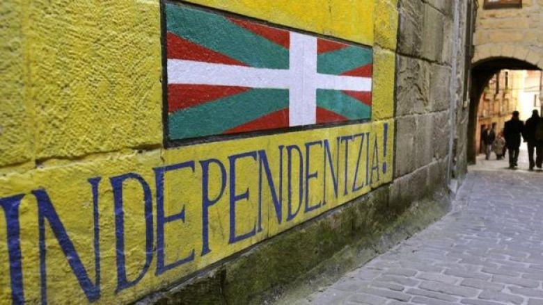 Muro com frase a favor da independência regional