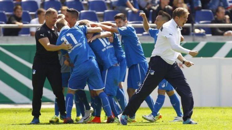 Nagelsmann celebra con sus equipo.