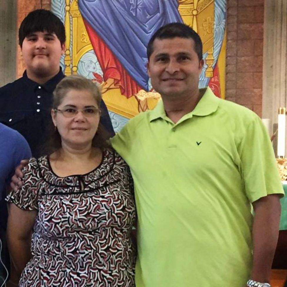 Alcides Moreno, sua mulher, Rosario, e um dos filhos do casal