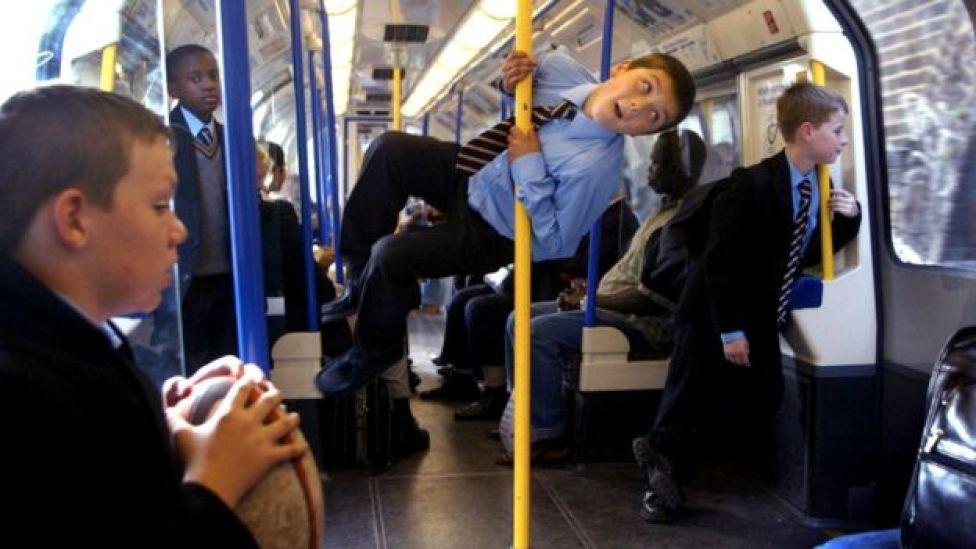 Днем в лондонском метро тоже иногда бывает весело. Но не всем