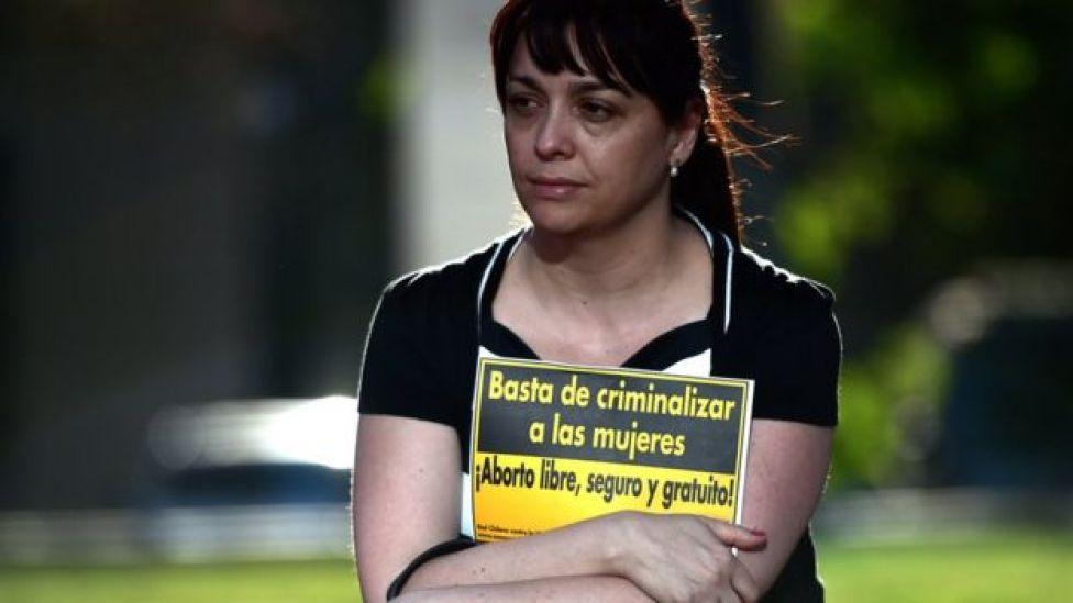 Por años, grupos de activistas a favor de legalizar el aborto han protestado en Chile.