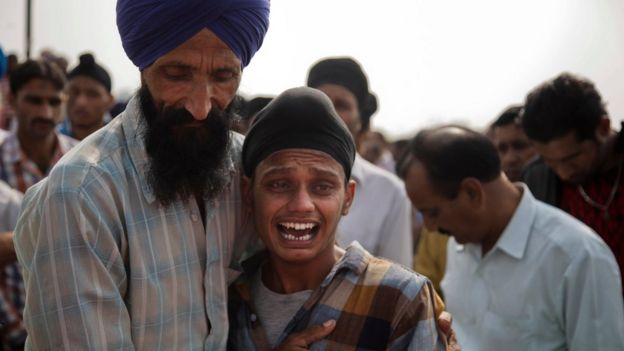 Brother of Indian woman Rajinder Kaur, who was killed in Pakistani shelling wails during her funeral at Khour village in Ramgarh sector, Samba district of Jammu and Kashmir, India, Tuesday, 1 November, 2016