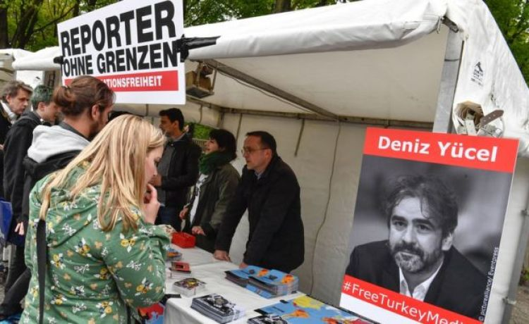 Solidarity stand for Deniz Yücel - Berlin, 3 May 17