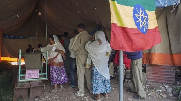 An Ethiopian woman casts her ballot on May 24, 2015