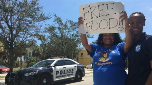 Para muchos de los residentes de Overtown, fue un alivio recibir comida gratuita desde el jueves.