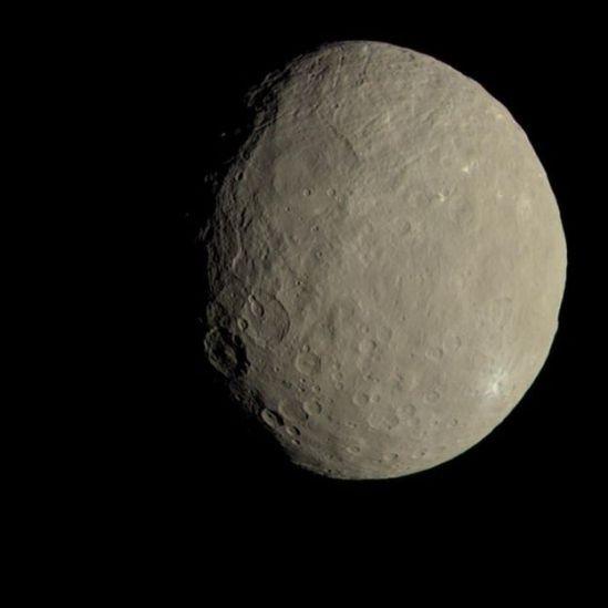 Imagem do asteroide Ceres, queé classificado como planeta-anão