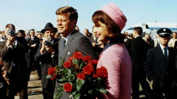 جون كنيدي وزوجته جاكلين