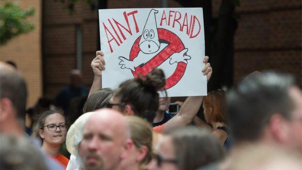 Cartaz contra a Ku Klux Klan