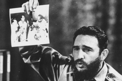 Fidel Castro muestra la foto