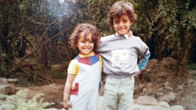 Childhood photo of Mai and her brother in Taiz