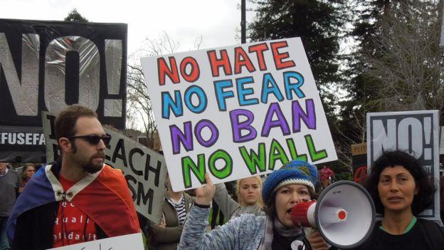 Những người chống đối Tổng thống Trump trong biểu tình hôm 4/3/2017 ở Berkeley