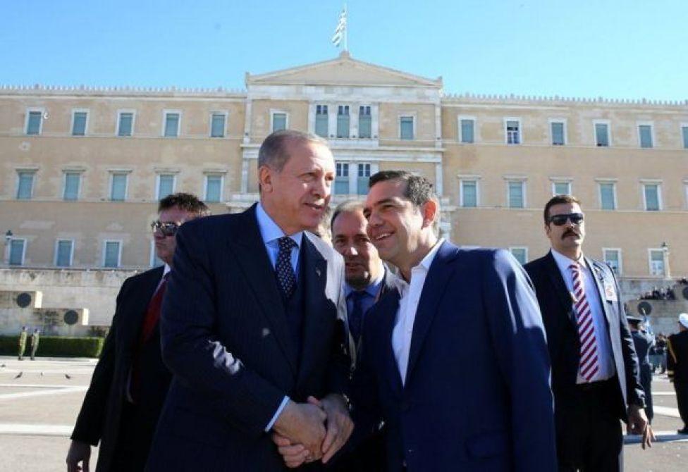 Inkastoo ay xiisad jirto haddana dadka arrimahan ka faallooda waxay sheegayaan in Erdogan uu xiriir wanaagsan la leeyahay Tsipras