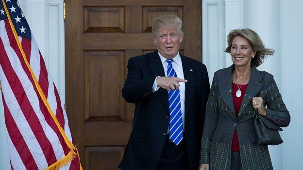 Trump y Betsy DeVos