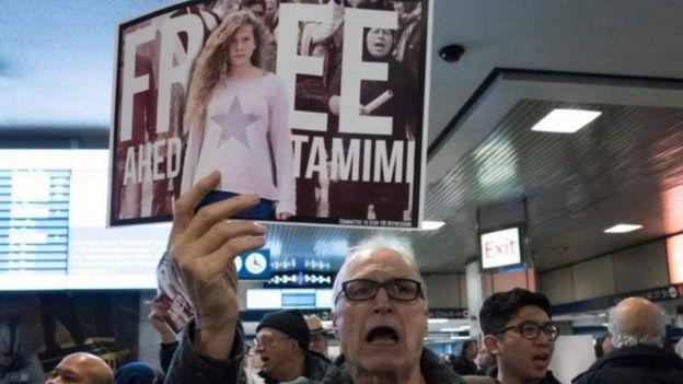 De nombreux Palestiniens réclament la libération d'Ahed Tamimi.