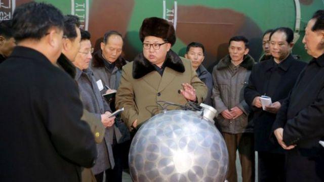 Kim Jong-un y sus científicos nucleares