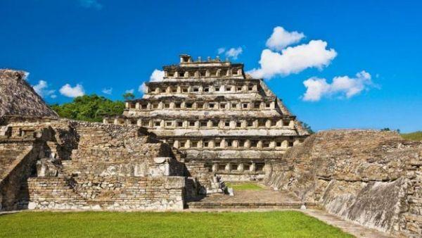بعض الآثار القديمة في المكسيك