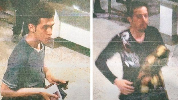 Folleto fotografías policía de Malasia de 19 años de edad iraní Pouria Nour Mohammad Mehrdad (L) y un hombre no identificado (R) que abordaron tanto falta el vuelo MH370 Malaysia Airlines utilizando pasaportes robados.