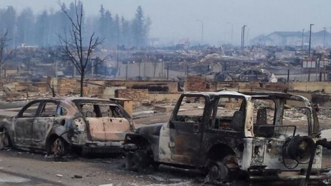 Picture of burnt-out cars in Fort McMurray, 5 May 2016