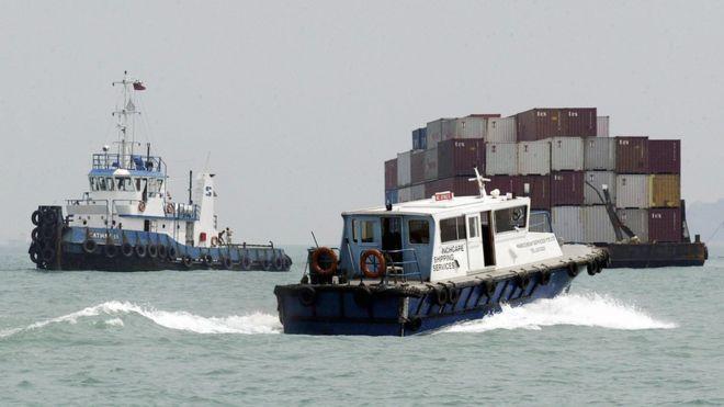 سفن نقل في عرض البحر