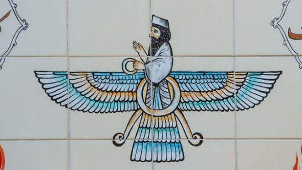 Símbolo de Faravaha en un templo en Shiraz