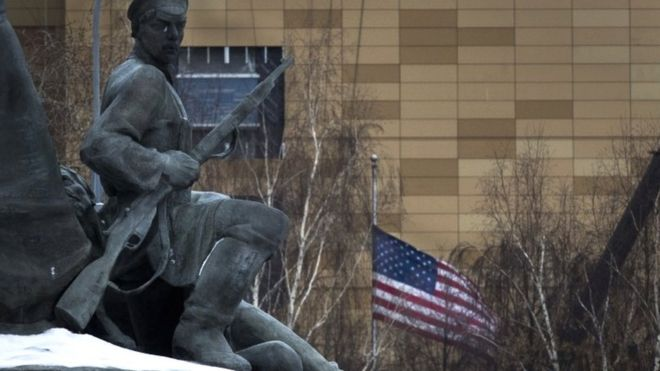 Monument and US embassy in Moscow, 30 Dec