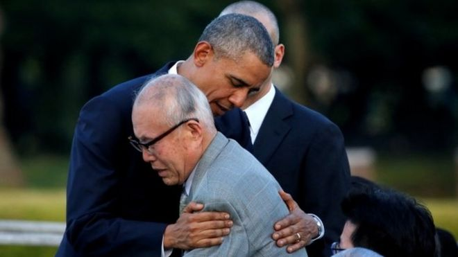 Obama hugs atomic bomb survivor Shigeaki Mori, 27 May