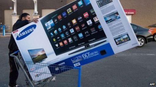 Man buying SmartTV