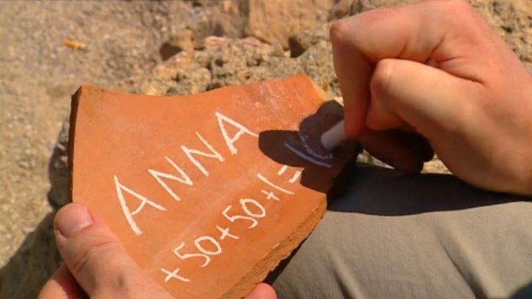 Em telha, professor escreve Anna