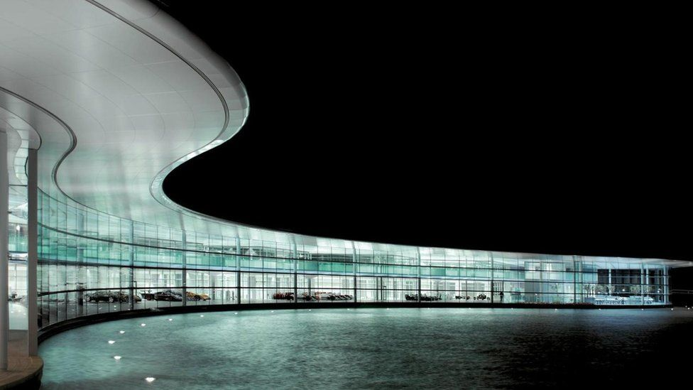 La fachada del McLaren Center Foto: Foster+Partners